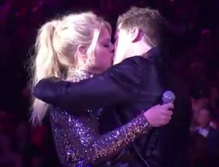 Charlie puth and meghan trainor dating american music awards