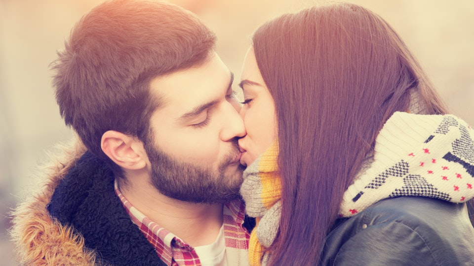 7 Gross Things That Happen While Kissing, Other Than Saliva Swapping-6133