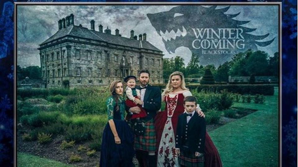 Kelly Clarkson\'s \'Game of Thrones\' Themed Christmas Card Slays