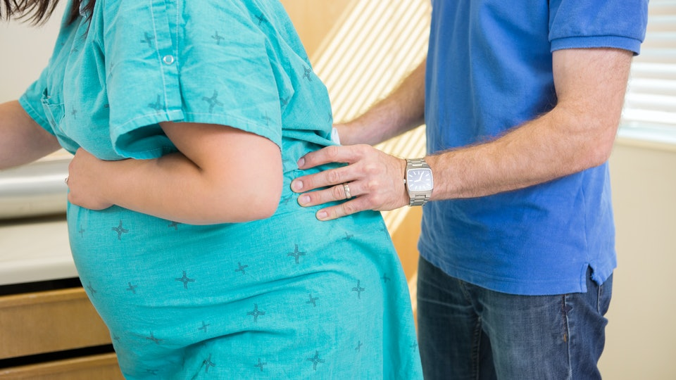 6 Signs & Symptoms Of Back Labor To Look Out For