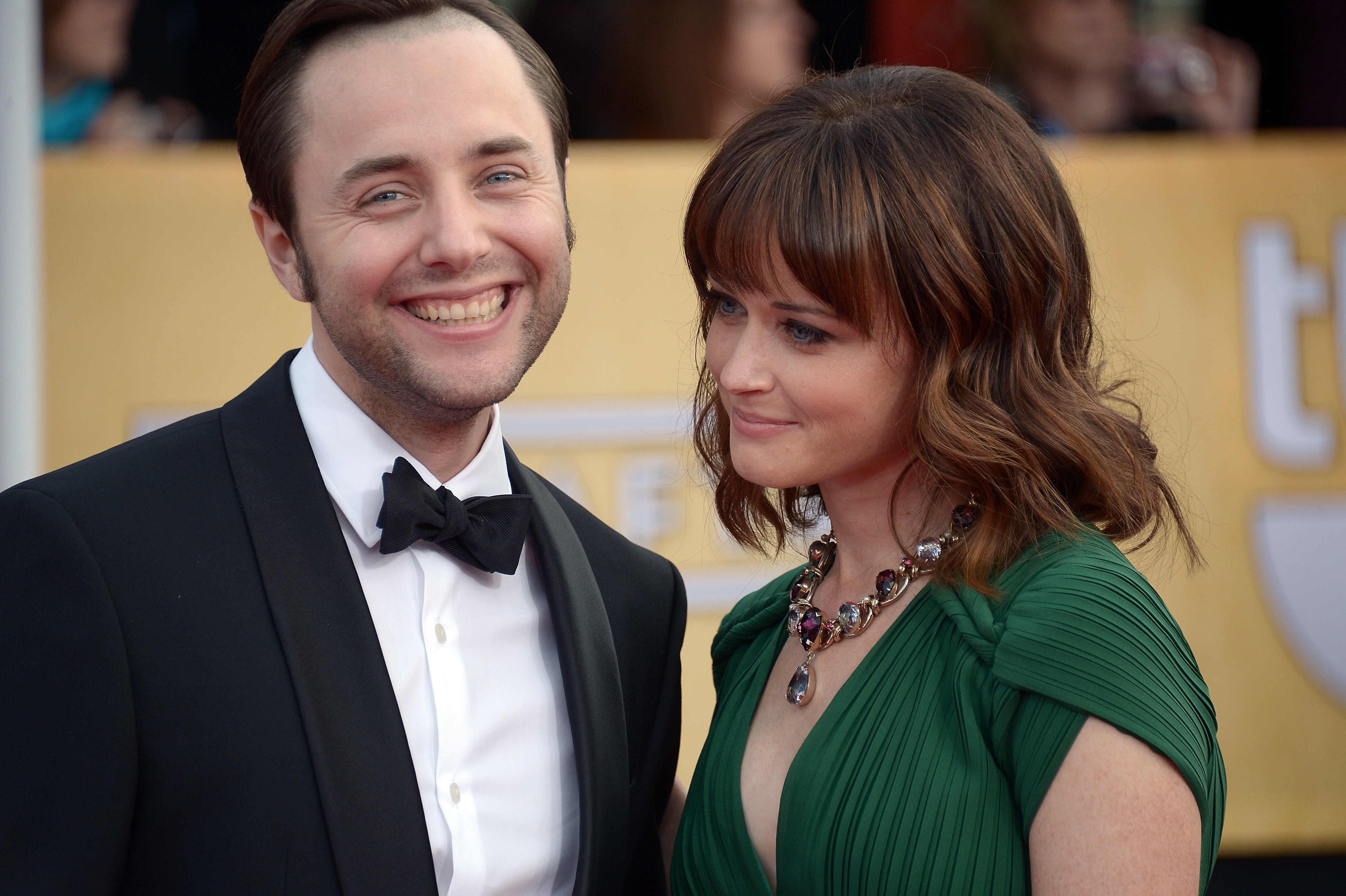Alexis bledel dating pete campbell