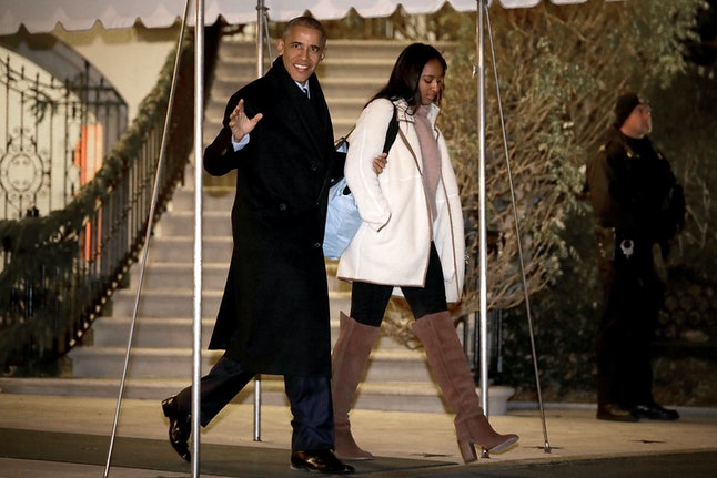 WASHINGTON, DC - DECEMBER 16:  U.S. President Barack Obama and his daughter Sasha depart the White House before boarding Marine One on the South Lawn December 16, 2016 in Washington, DC. The first family is traveling to Hawaii to spend the Christmas and New Year holidays.  (Photo by Chip Somodevilla/Getty Images)