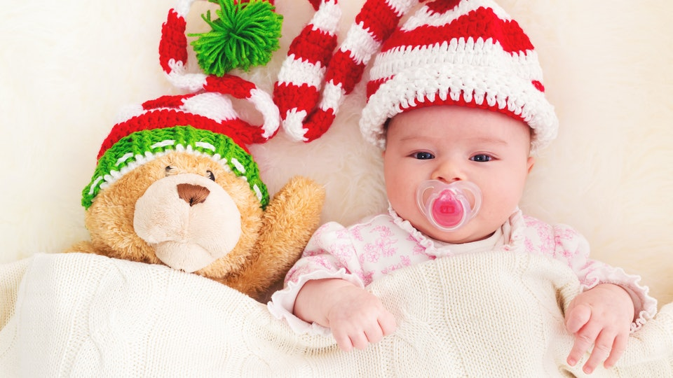 Newborn Christmas Pictures.13 Ways To Survive Christmas With A Newborn
