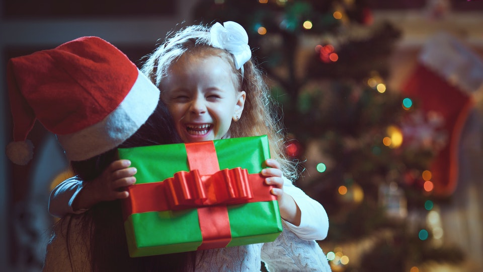 10 Things Every Mom Thinks When Her Kid Is Opening Presents, But ...
