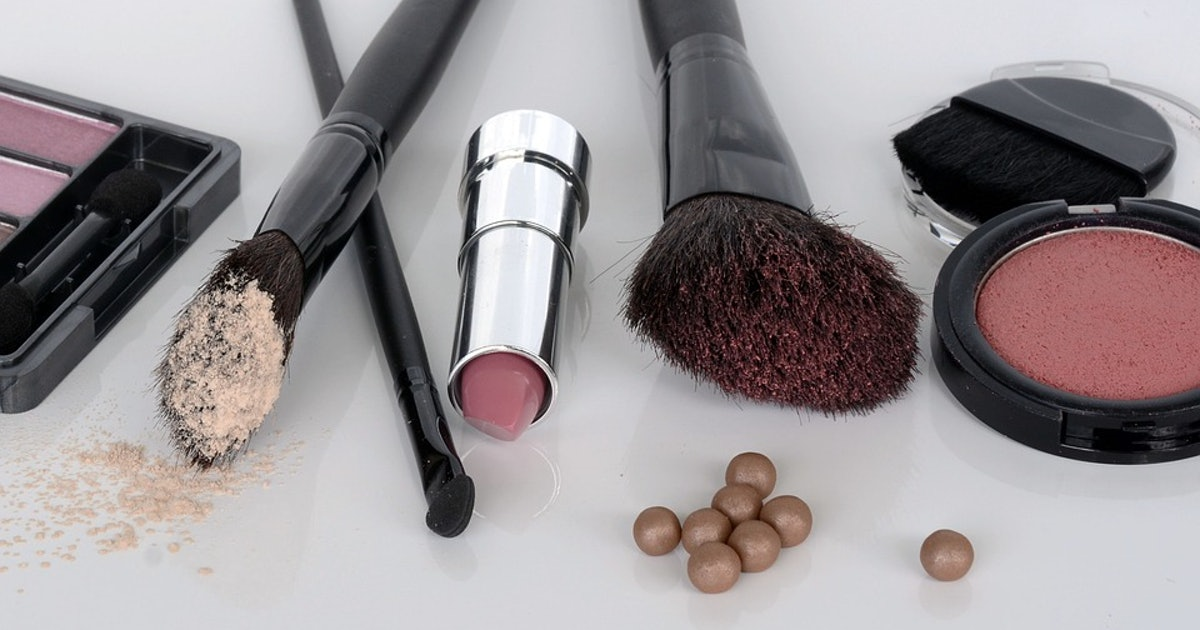 224b2f6043c87 Is Wearing Lots Of Make Up Safe During Pregnancy?
