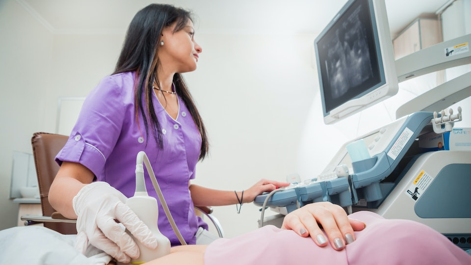 15 Things Every Mom Thinks During Her First Ultrasound But Doesnt Say Out Loud