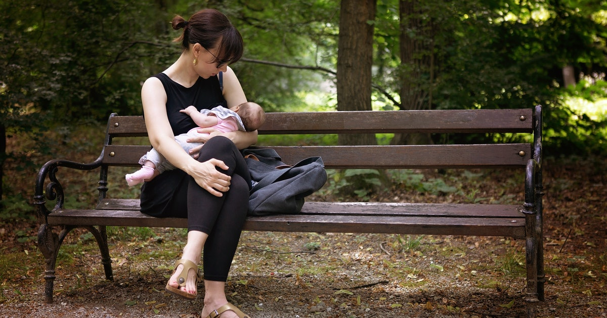 How To Make Breastfeeding In Public More Comfortable For Mom  Baby-8748