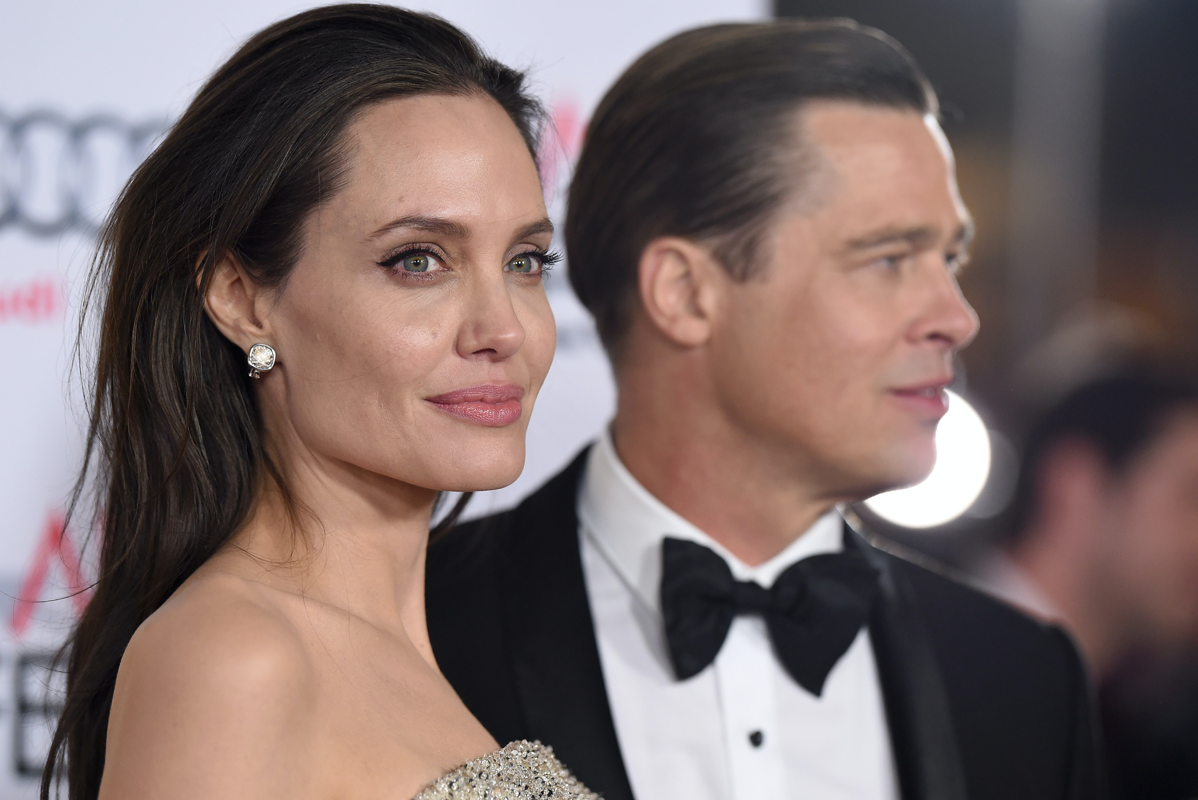 Angeline Jolie And Brad Pitt Wedding Photos That Will Hit You Square In The Divorce Feels