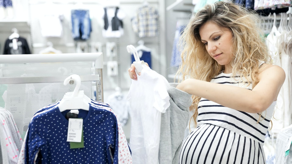 da4498b33a537 11 Things No One Actually Likes About Maternity Clothes