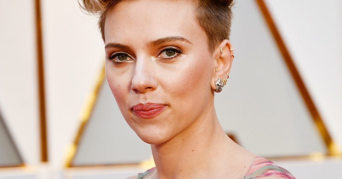 Who Did Scarlett Johansson Bring To The 2017 Oscars Fans Everywhere Were Curious