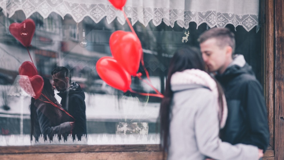 802cd11a08807 15 Ways To Celebrate Valentine s Day When You re In A Long-Distance  Relationship