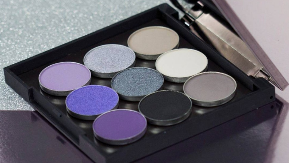 6be37f9067ff52 What s In Makeup Geek s Date Night Bundle  These Shadows Are Sure To Make  You Stand Out