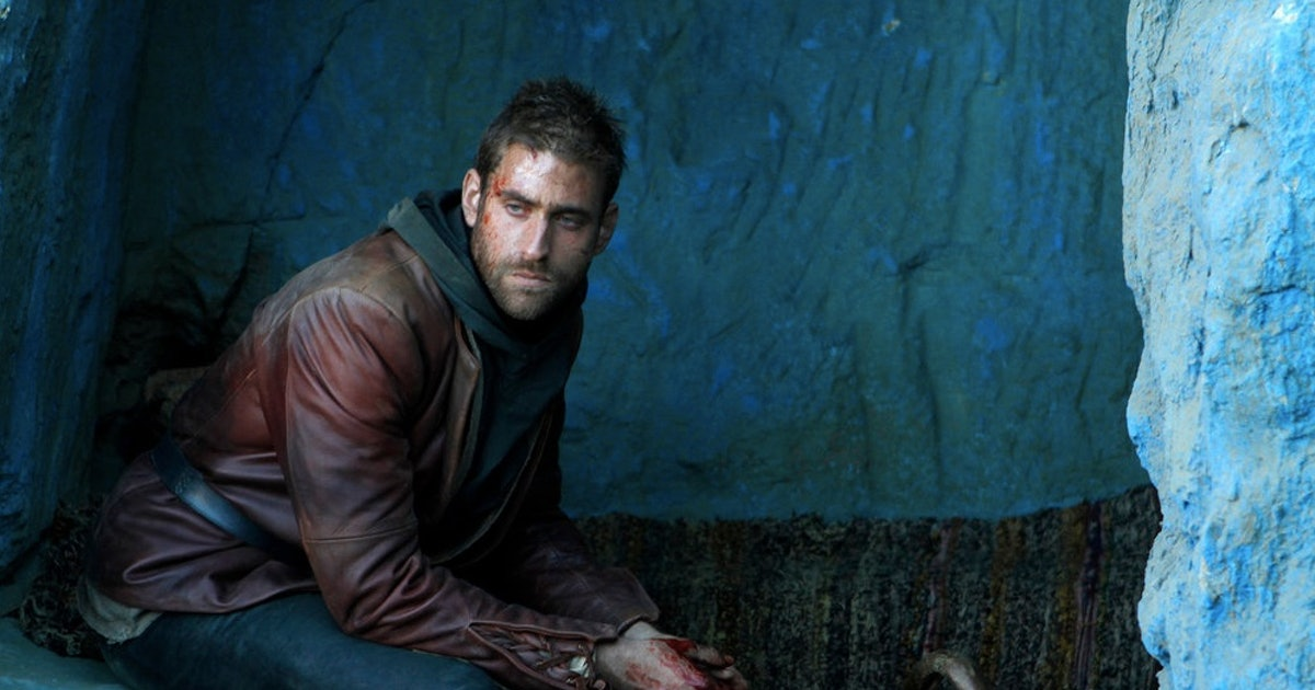 Who Is Lucas In 'Emerald City'? Oliver Jackson-Cohen Is Giving Off Darker  Scarecrow Vibes