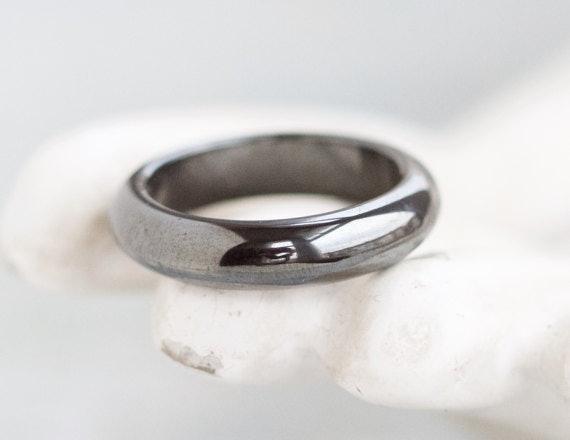 13 Minimalist Wedding Bands For Subtle Romantics