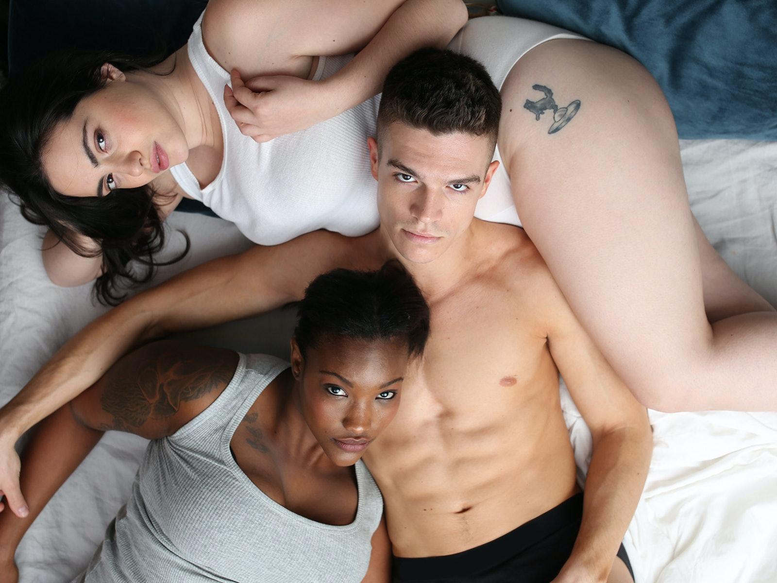 Women having threesomes
