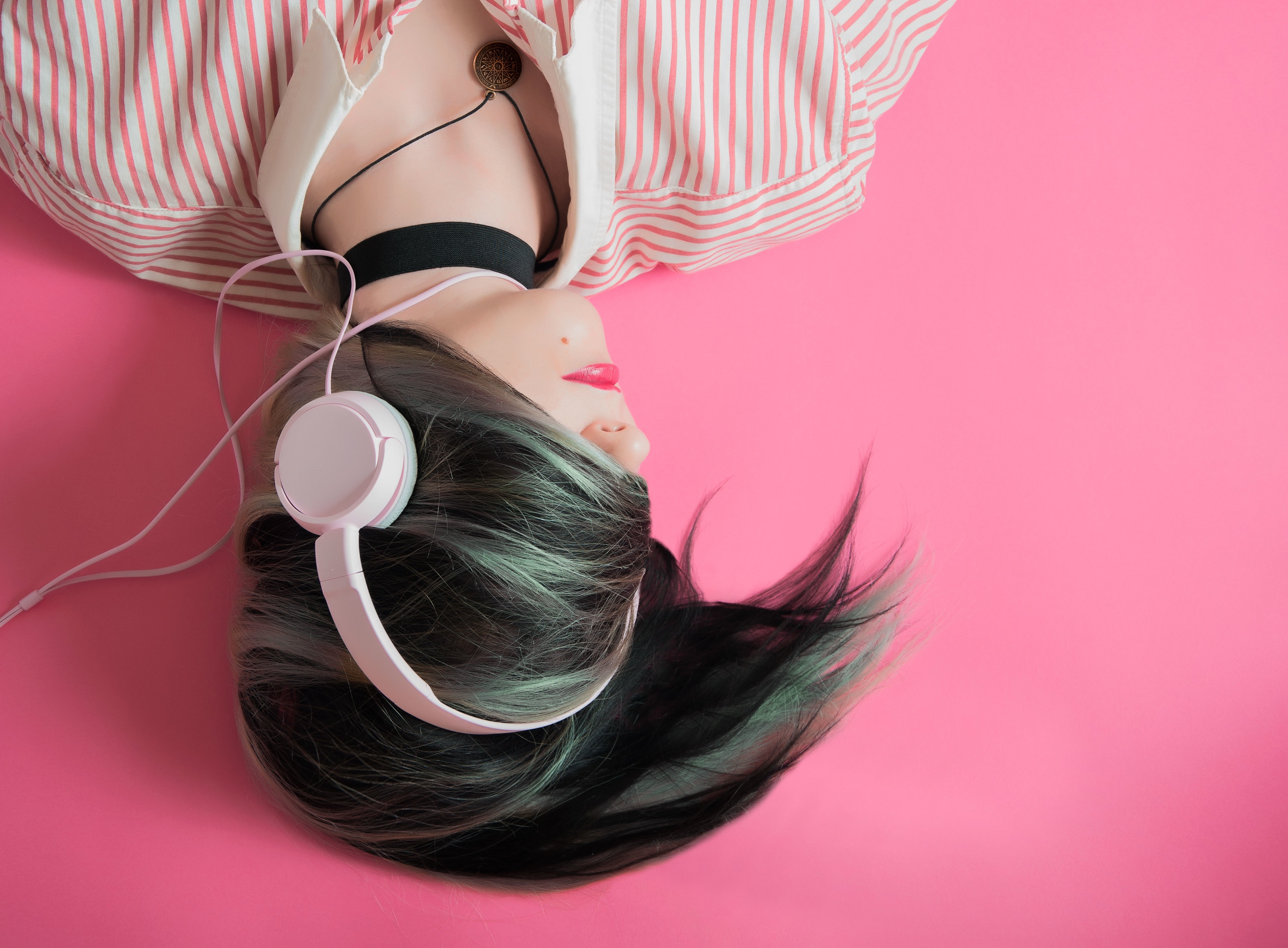 6 Blogs & Podcasts For Book-Loving Feminists
