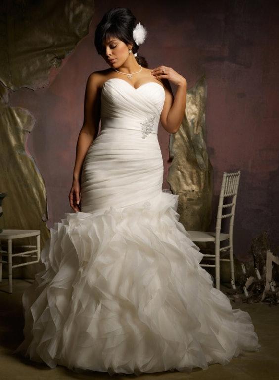 11 Non-Lace Wedding Dresses For Contemporary Brides