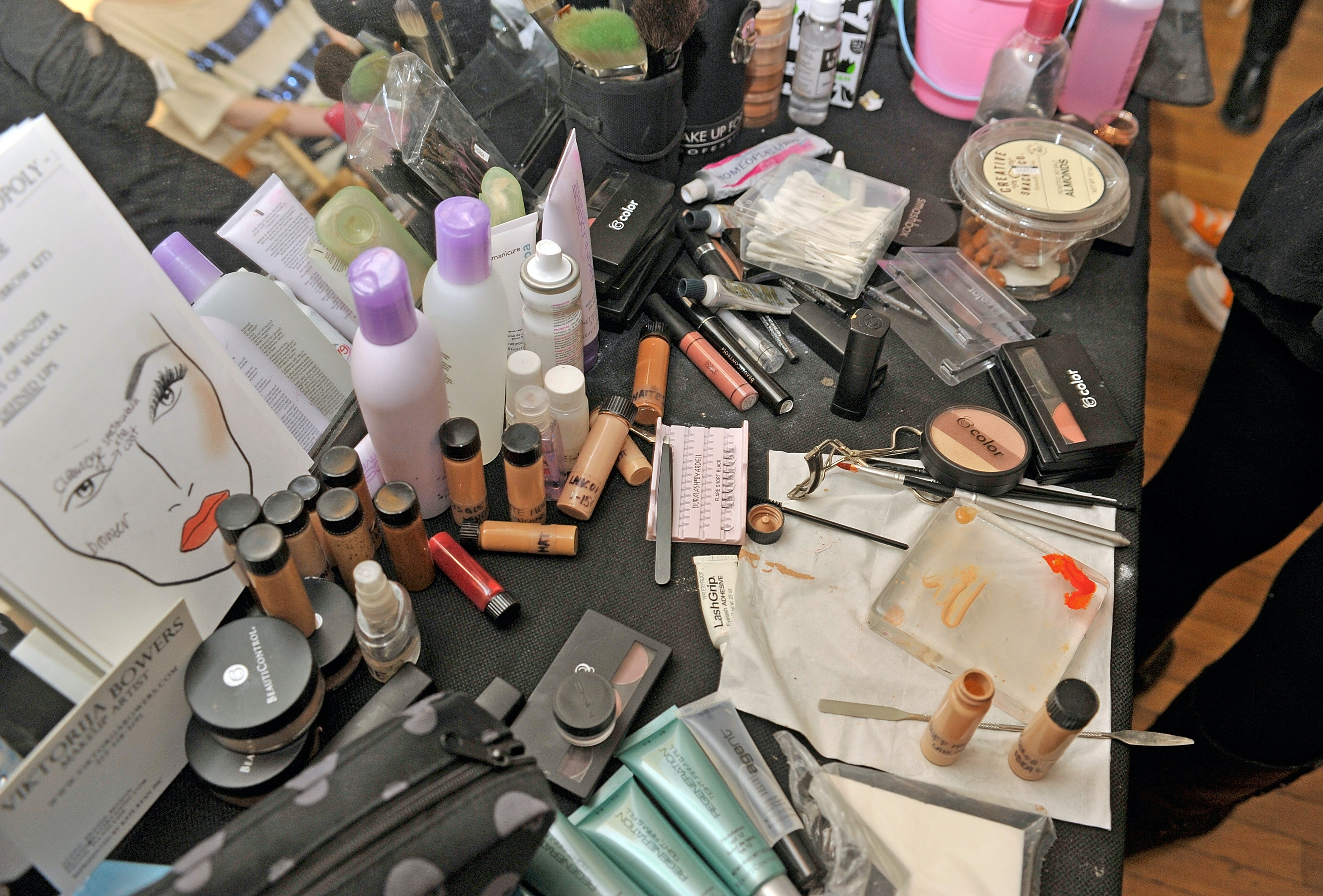c86ddfc1fffc 15 Tips For Organizing Your Makeup, Because You'll Never Get Back ...