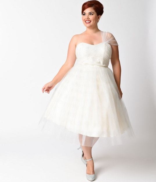11 Plus Size Wedding Dresses That Are All Unique & Absolutely Gorgeous