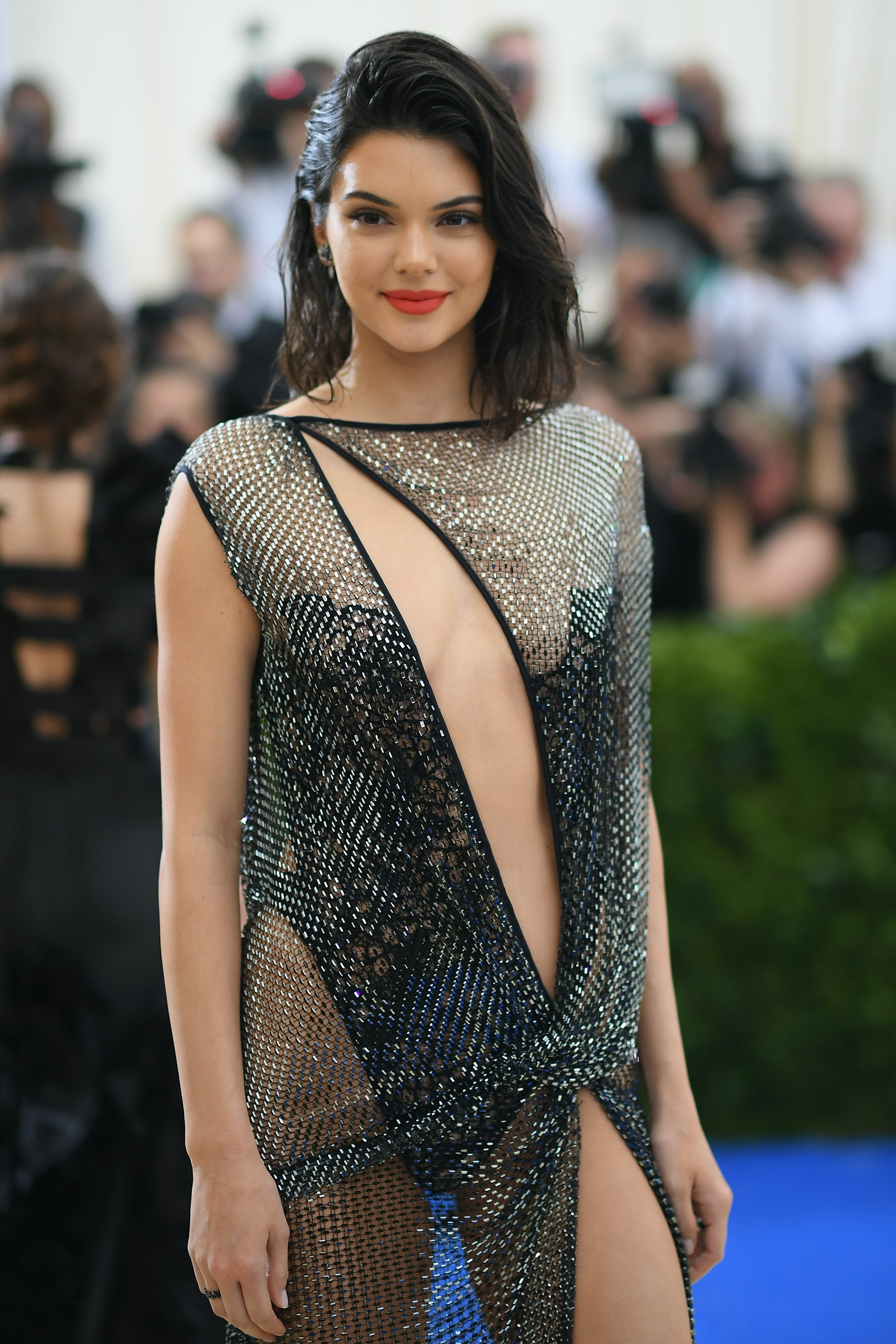 Kendall Jenner S 2017 Met Gala Dress Was Made With 85 000 Crystals