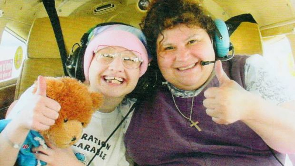 13 Chilling Photos Of Gypsy Rose & Dee Dee Blanchard You ...