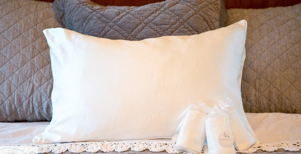 The 7 Best Silk Pillowcases For Curly Hair