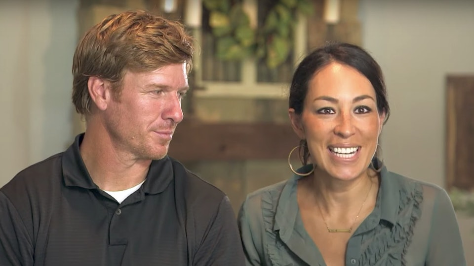 What Is Chip Joanna Gaines Net Worth Despite Controversy They Re Making Bank