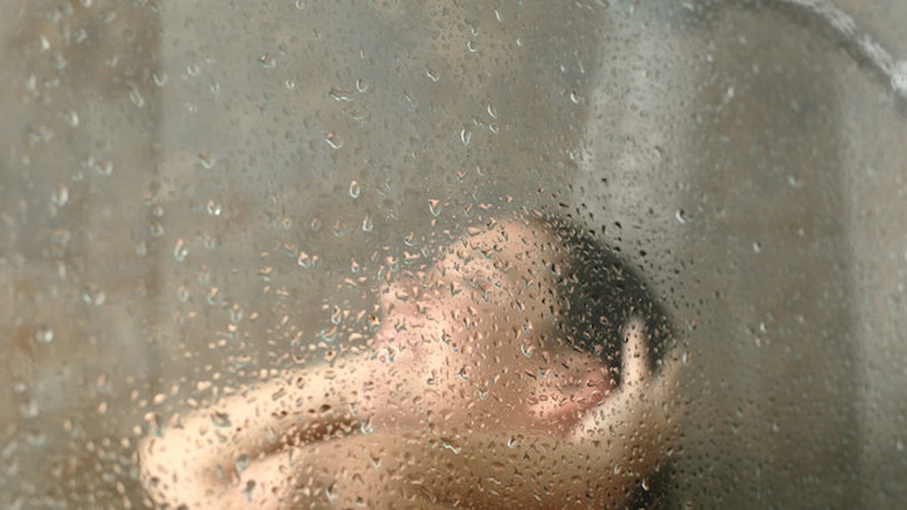 can taking long showers cause acne