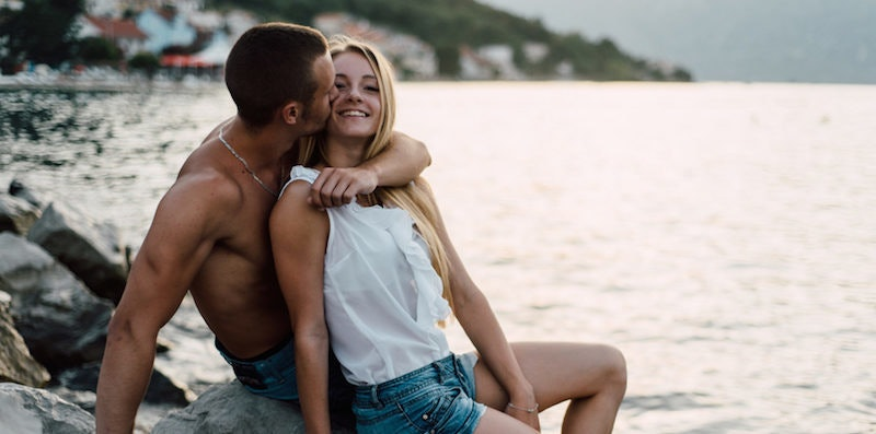Signs that a man is hookup someone else