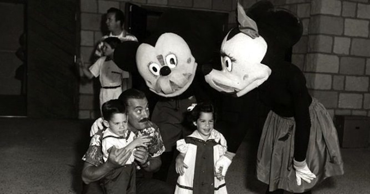 Old School Disney World Costumes Will Seriously Give You Nightmares