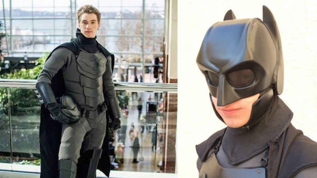 Student Makes Real Life Batman Costume That S Ready For Combat Photos