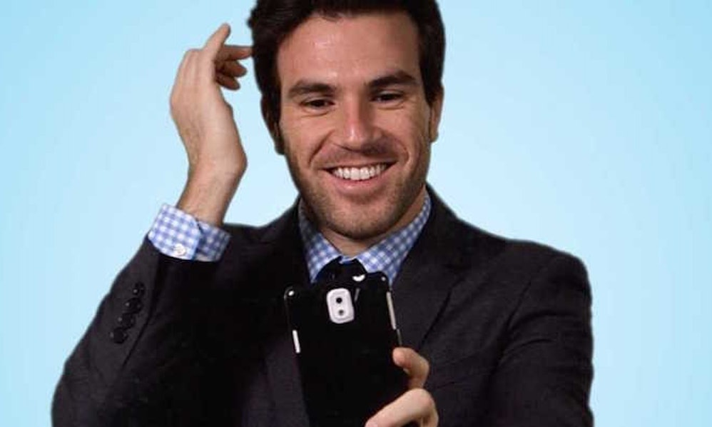 Tinder's Most Swiped-Right Man Describes The Perfect Profile For Women  (Video)