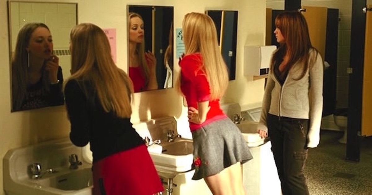 10 Ladies' Bathroom Rules Every Girl Knows She Should Follow