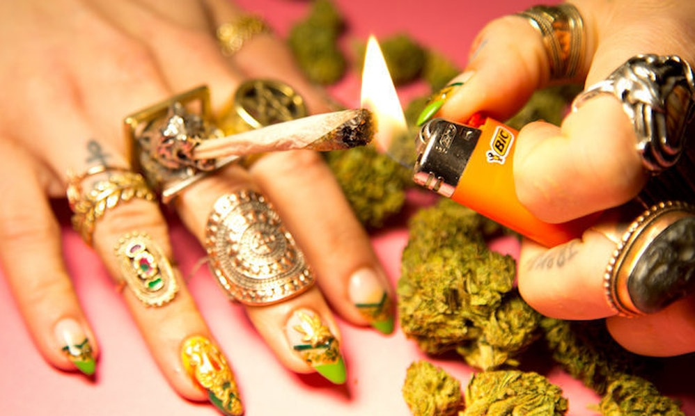 I Got a Weed Manicure (Yep, There\'s Ganja On My Nails)