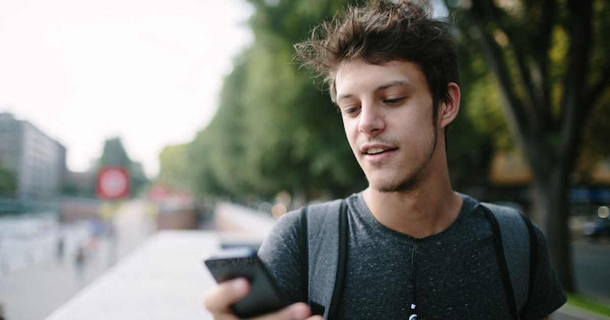 guys reveal how their texting habits change when they like you