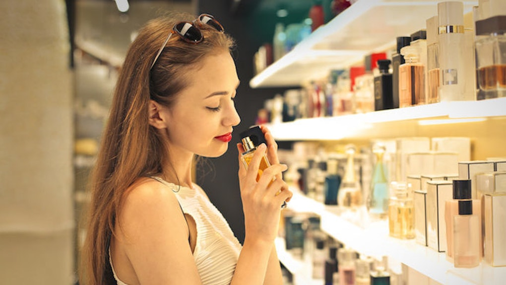 40000 Women Are Still Obsessed With Using This Perfume As A