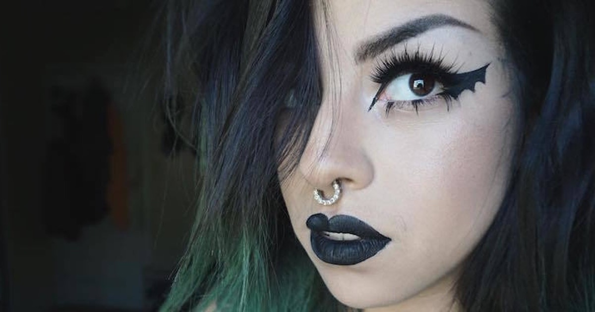 'Bat Wings' Are The New Cat Eye, And Here's How To Do It