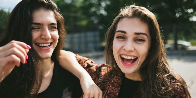 AVIS: Adult between friendship woman