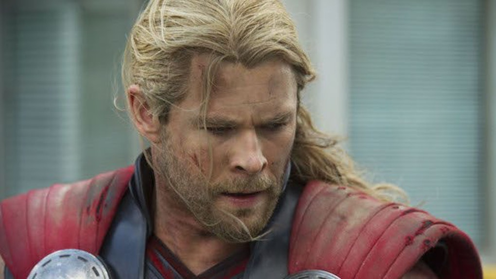 Chris Hemsworth Has Short Hair In New Thor Movie
