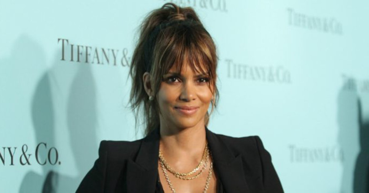 Halle Berry Will Go Topless For Snacks According To Twitter-1963