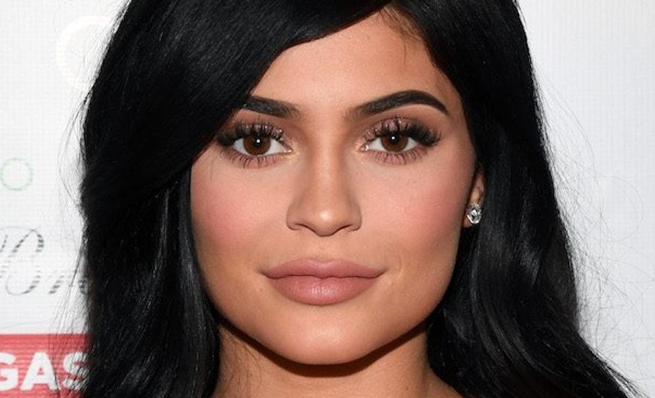 Kylie Jenner Lipstick Color Lip Liner Biting Lips