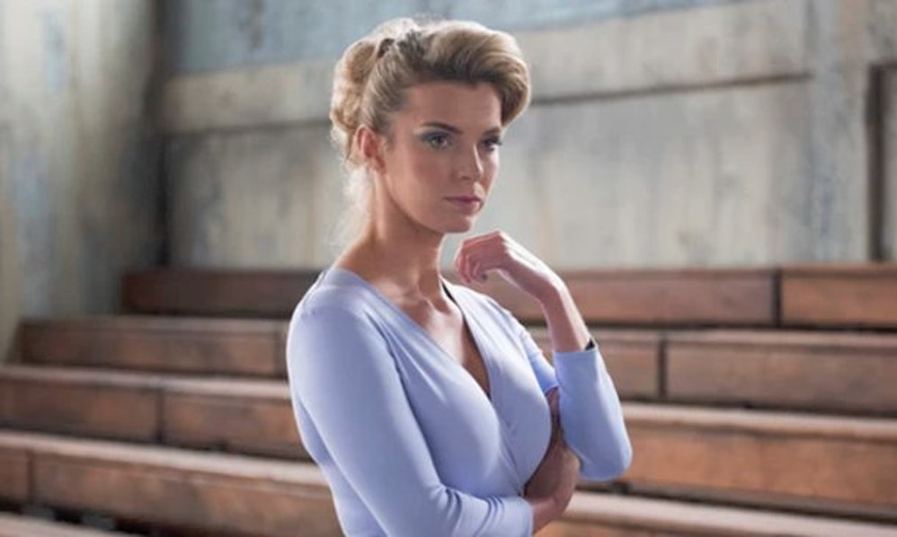 Glow Star Betty Gilpin On How The Show Changed Her-2728