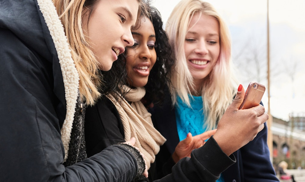 Should I Hook Up With My Tinder Match? 5 Questions To Ask Yourself Before  You Do