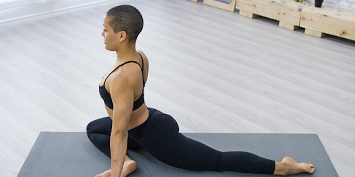 6 Stretches For Your Butt Because No One Needs To Suffer From Dead Butt Syndrome