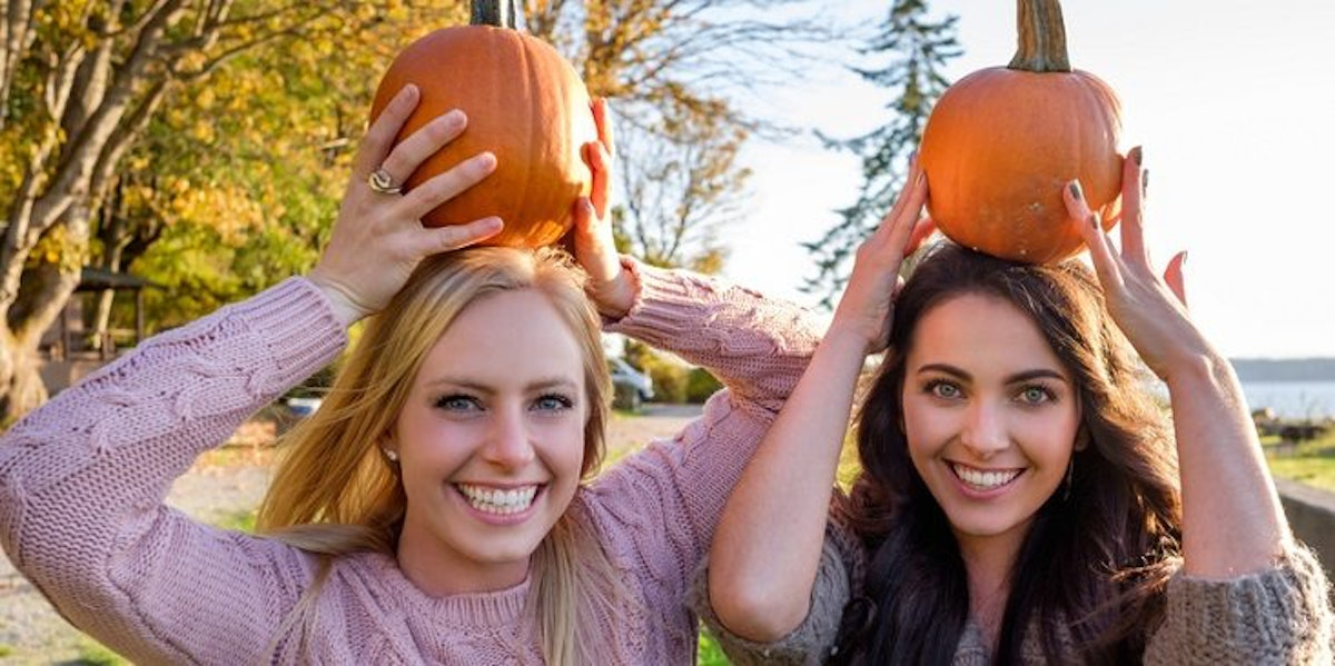 7 Cheap Things To Do This Fall With A Friend Who's Totally Broke