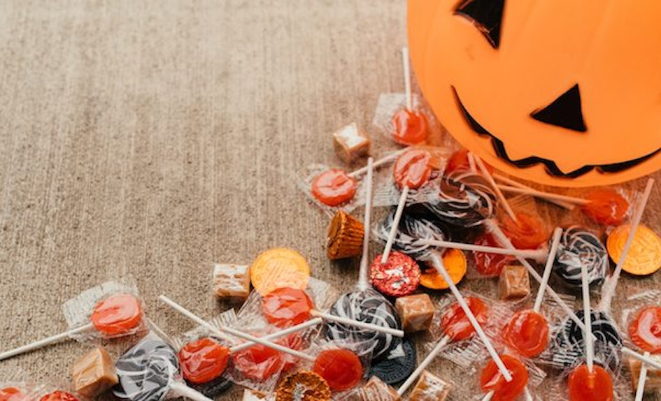 12 vegan halloween treats that still taste just as good as all the other candy