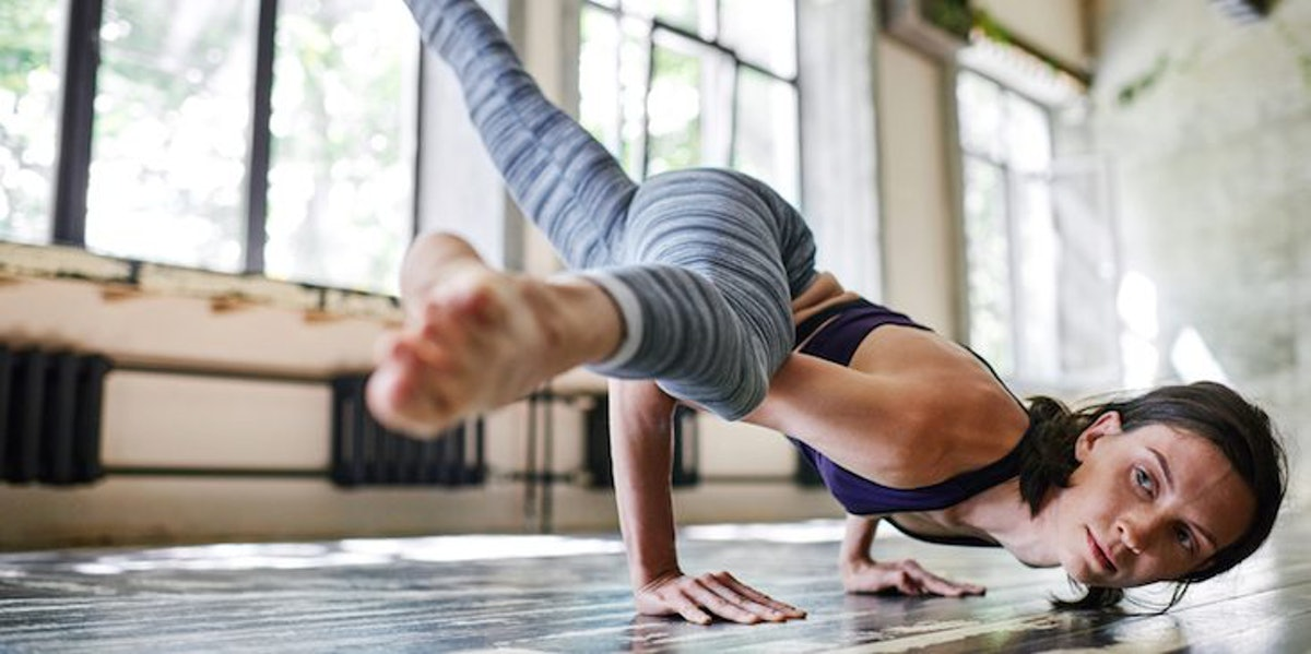 5 Waist Training Yoga Workouts That'll Do Way More For Your Core Than An Actual Waist Trainer