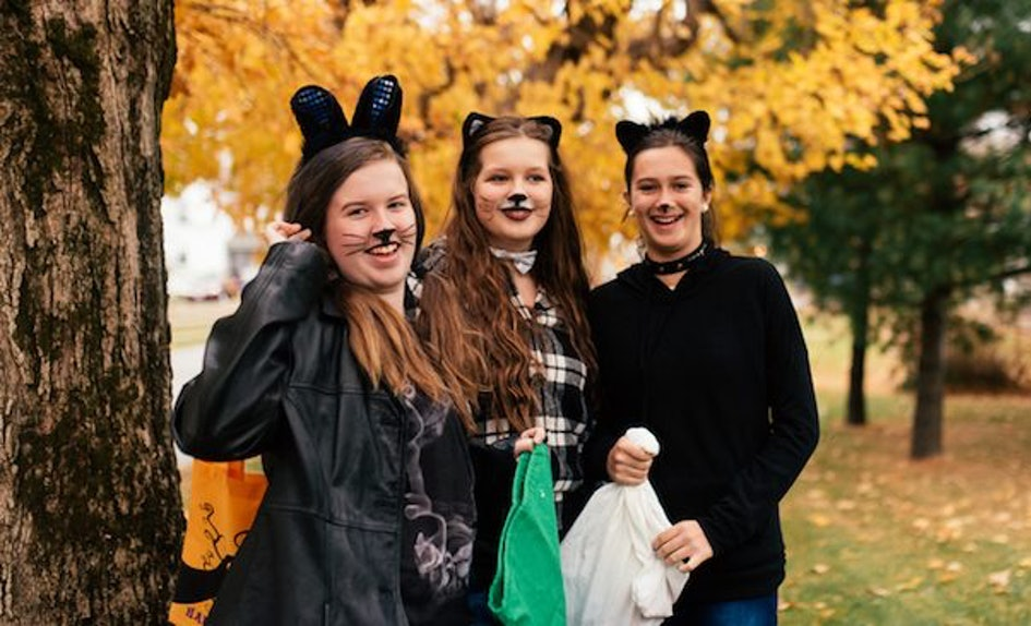 12 three person halloween costume ideas if youre always the third wheel