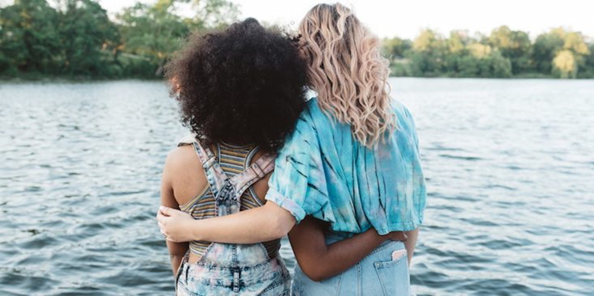 How To Talk To A Friend With Depression & Actually Comfort Them, According To Therapists
