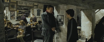 Harry Potter and Mr. Weasley talk about Sirius Black in the Leaky Cauldron in 'Harry Potter and the Prisoner of Azkaban'